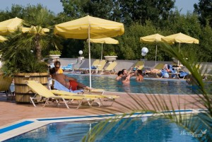 pool_holiday_village